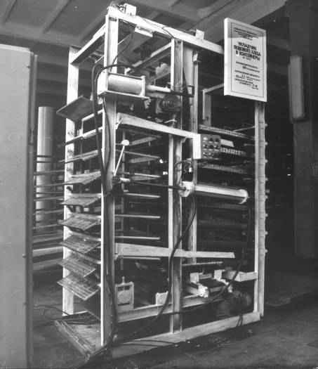 Укладчик подового хлеба в контейнеры Ш24-ХБУ